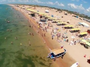 Песчаный благоустроенный пляж Визятево