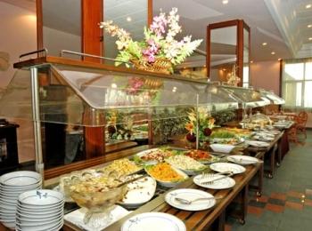 Шведский стол в одном из 4 ресторанов комплекса