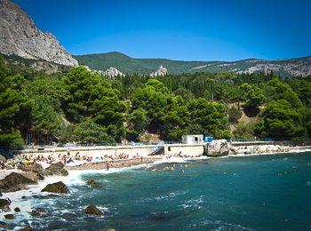Имеется несколько платных и бесплатных пляжей