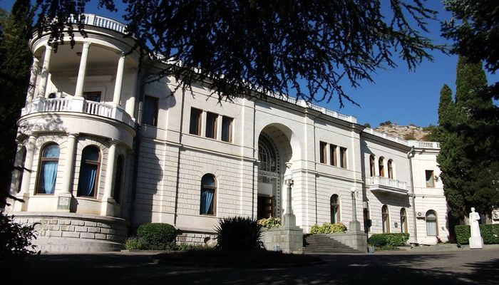 Знаменитый крымский дворец Суук-су