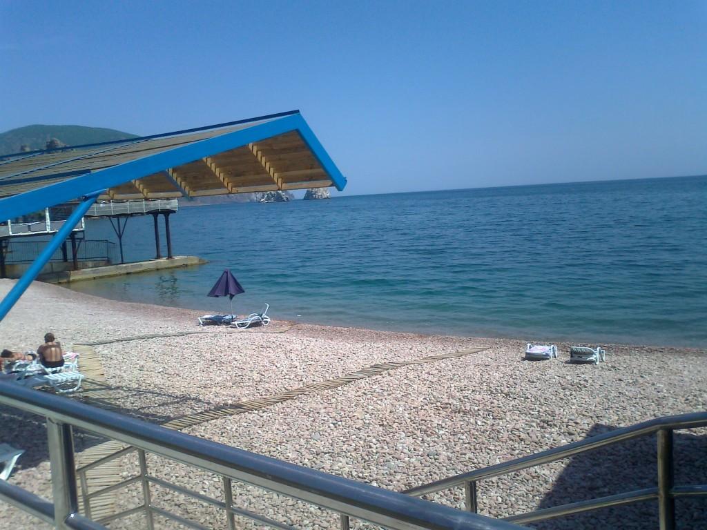 Пляж Жемчужина Крыма в Гурзуфе