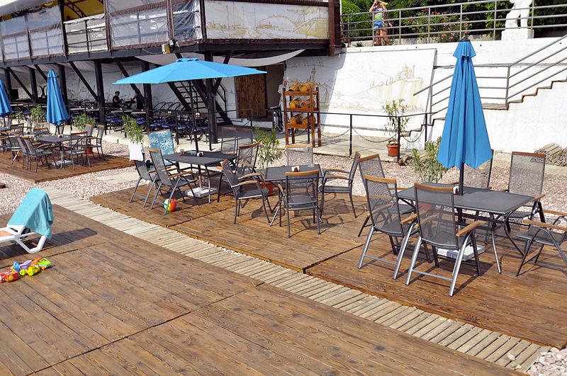 Пляж кафе Прибой, поселок Гурзуф
