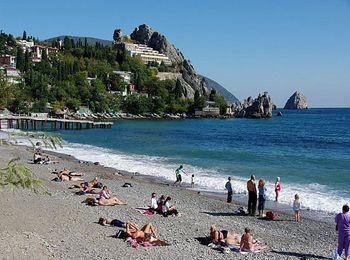 Все пляжи курорта - галечные