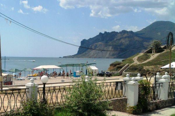 Собственный галечный пляж