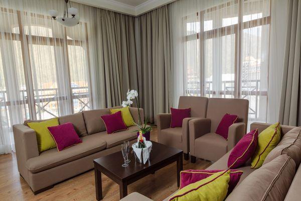Уютная и просторная гостиная