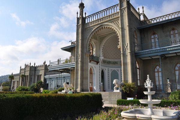Среди гор Крыма расположен Воронцовский Дворец