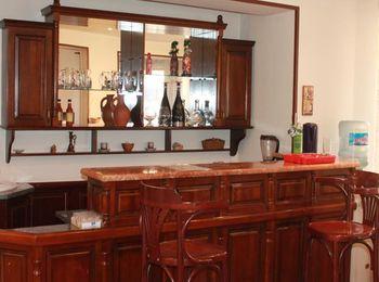 Для гостей имеется бар