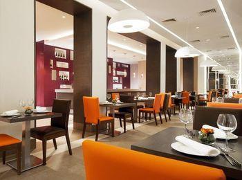 Рестораны и кафе на территории комплекса