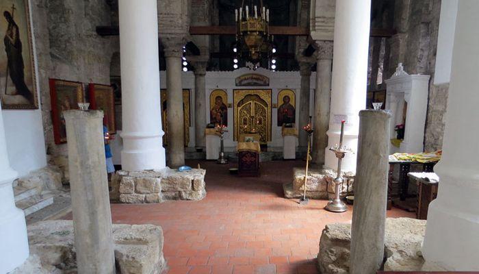 Полуразрушенный православный храм