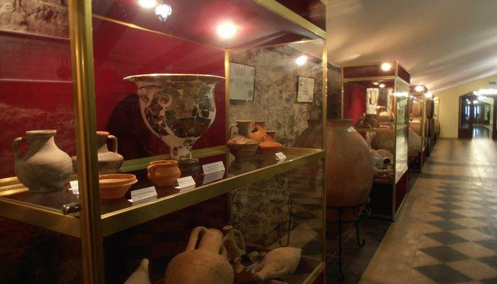 Глиняные сосуды для вина
