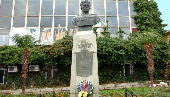 Памятник, установленный над могилой