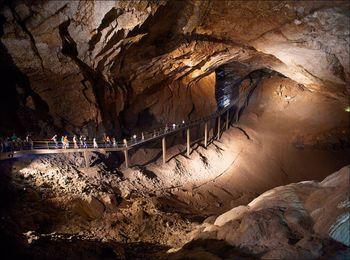 Знаменитая Новоафонская пещера