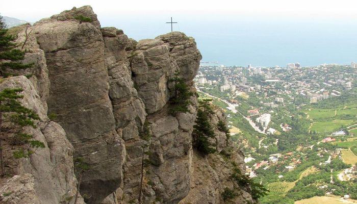 Крестовую гору с Алупкой разделяет всего 1 км