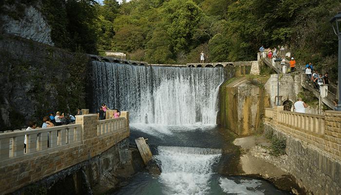 Новоафонский водопад