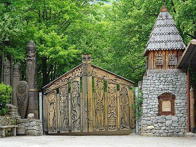 Деревянные врата - вход в мир сказок