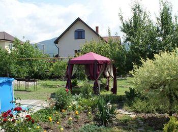 Зеленая территория гостевого дома Asteria