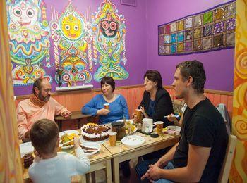 Любители вегитарианской кухни посещают Джаганнат