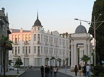 Трехэтажная гостиница Рица