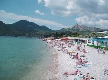 Центральный пляж курортного поселка