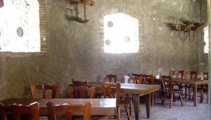 Интерьер кафе под старину