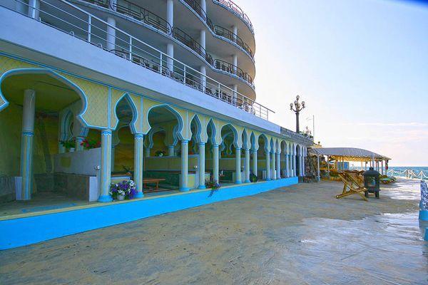 Отель Яхт Клуб в Ялте