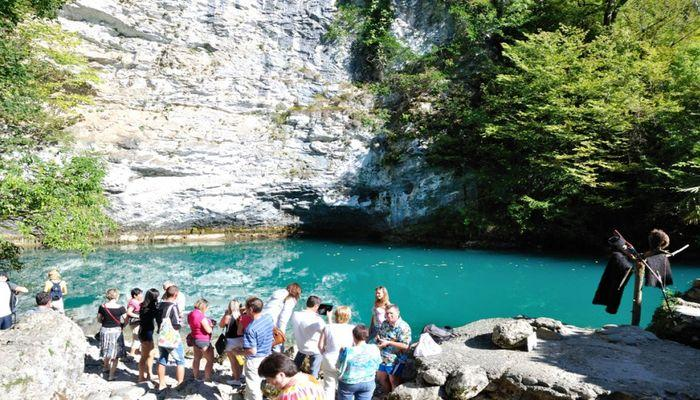Групповые экскурсии на голубое озеро