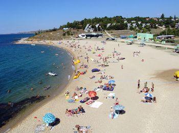 Чистое песчаное побережье