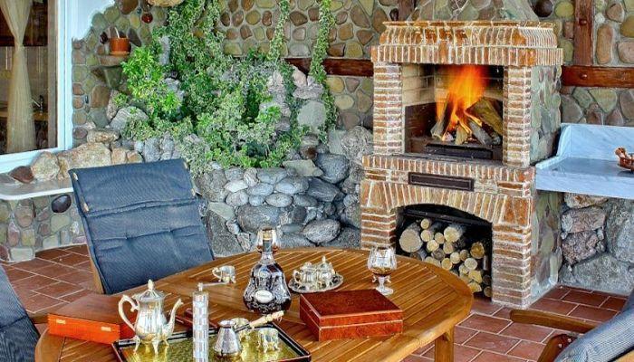 Уютный дворик для отдыхающих