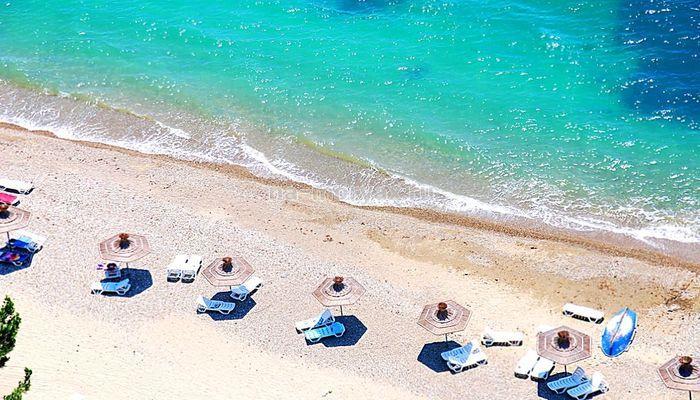 Оборудованный мелкогалечный пляж