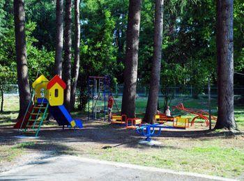 Оборудованная детская площадка