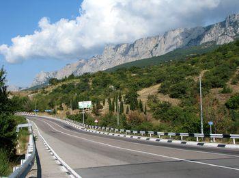 Добраться можно по трассе Симферополь-Ялта