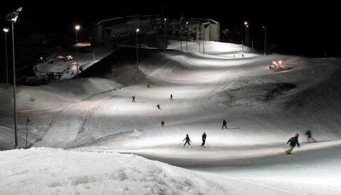 Ночное катание на лыжах
