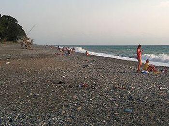 Пляжи Сухума: какое дно, вход в воду, как добраться и во сколько обойдётся отдых