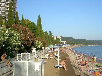 Оборудованный пляж санатория