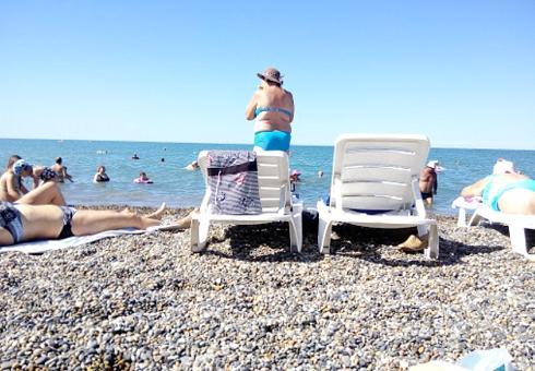 Пляж рядом с гостиницей Эдельвейс